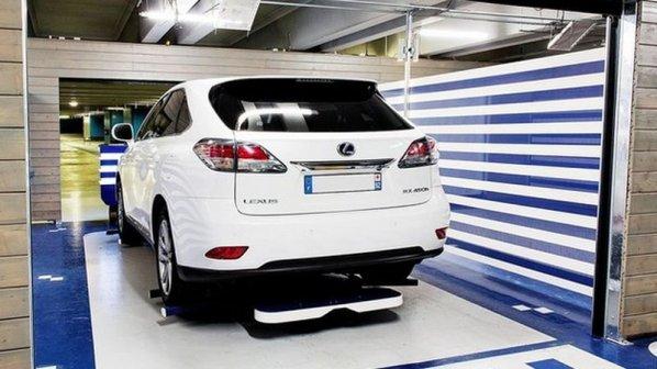 این روبات خودروها را با دقت و امنیت بالایی پارک میکند + گالری عکس