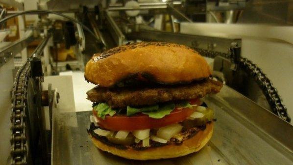 طعم لذیذ همبرگر را با روبات سرآشپز تجربه کنید
