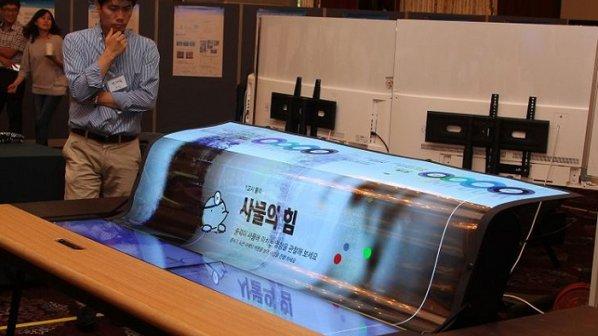 نمایشگر OLED، انعطافپذیر، شفاف و 77 اینچی الجی معرفی شد