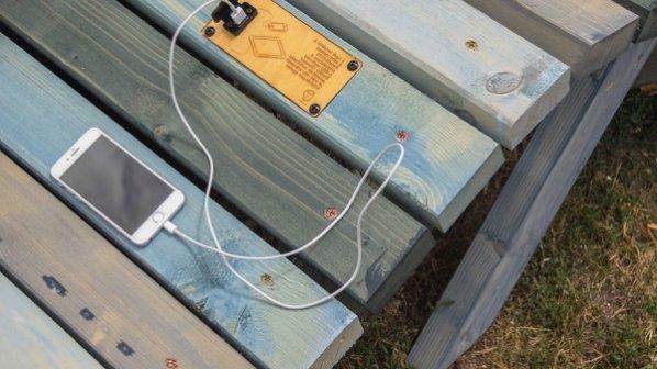 تماشا کنید: نیمکتی که موبایل را شارژ می کند