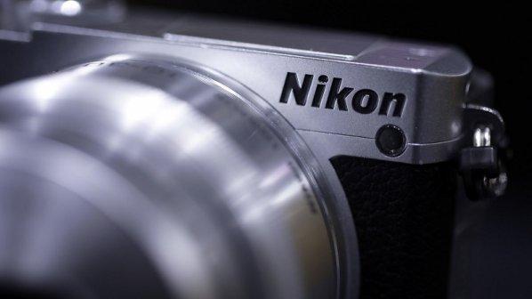 نیکون در حال ساخت دوربین فول-فریم بدون آینه است