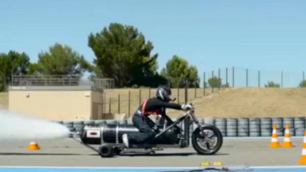 موتورسیکلتی که با آب و هوا به سرعت باورنکردنی میرسد + ویدیو