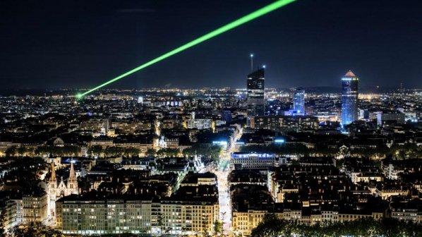 با کشف تازه محققان، سرعت اینترنت بهسرعت نور میرسد