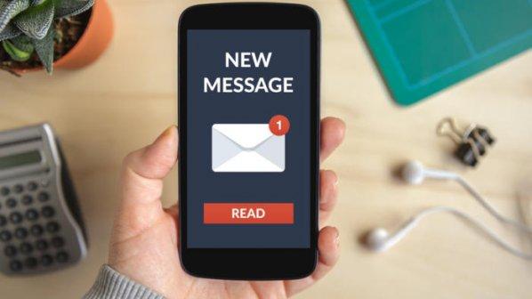 پیامک، ایمیل یا پست صوتی: کدامیک برای ارتباط با مشتريان مناسبتر است