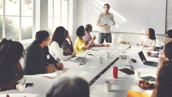 ۵ کار مؤثری که مدیران بزرگ در جلسات کاری خود انجام میدهند