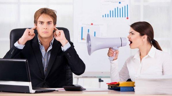 چگونه با همکاران پرحرف و مزاحم برخورد کنیم؟