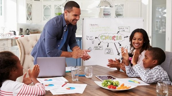 والدین شاغل چگونه میتوانند از خستگی و اضطراب خود بکاهند؟