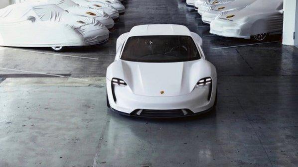 لذت رانندگی با خودروی تمام الکتریکی و نیمه خودران پورشه در 2020