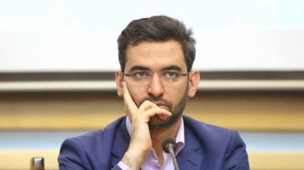 پاسخ آذری جهرمی به سوالات دنبالکنندههای اینستاگرامش درباره فیلترینگ