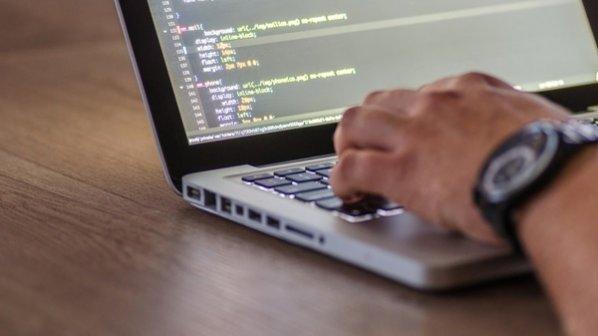 چگونه به عنوان یک توسعهدهنده برای محصول خود مشتری جذب کنیم؟