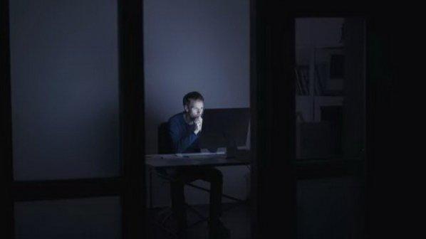 چگونه قابلیت Night Light ویندوز 10 را فعال و از نور آبی جلوگیری کنیم؟