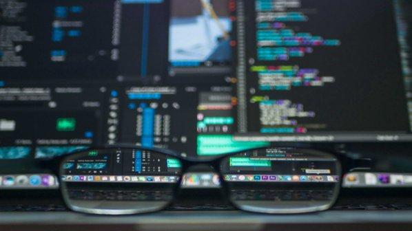 برنامه نویسی چیست و چه تفاوتی با کدنویسی دارد؟