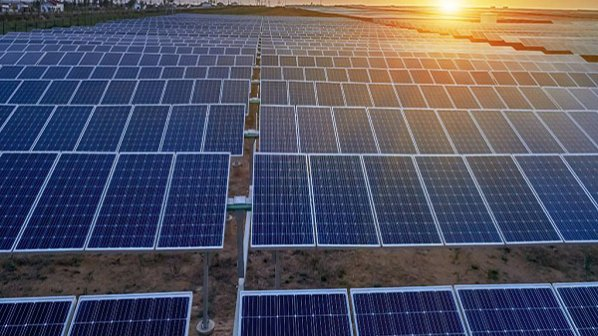 پنلهای خورشیدی چگونه برق تولید میکنند؟