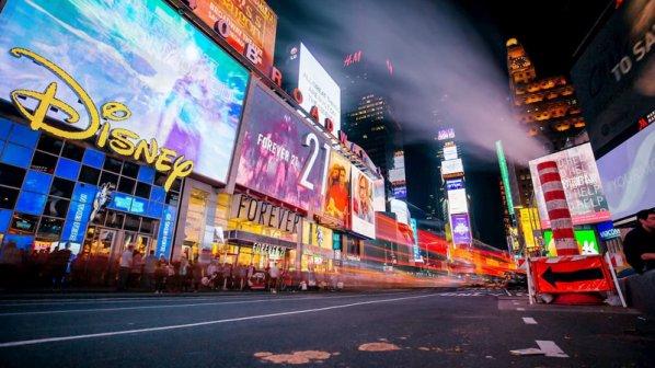 چگونه شرکتها از هوش مصنوعی در صنعت تبلیغات استفاده میکنند؟