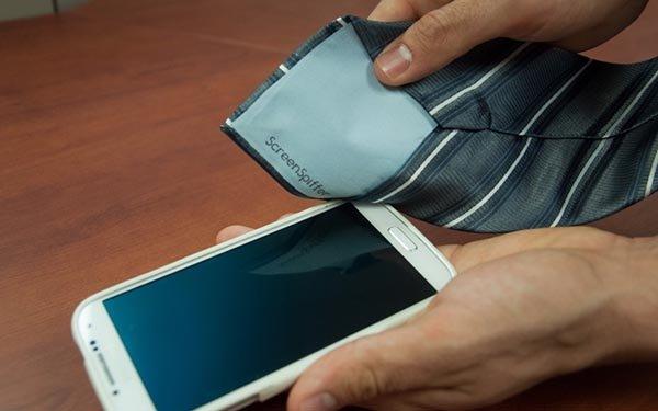 پاک کردن صفحه نمایش گوشی