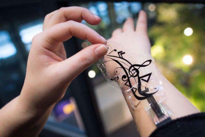 موبایل را با برچسب روی پوست کنترل کنید
