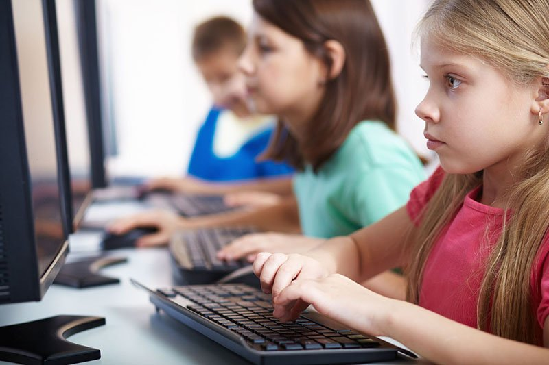 بابا مامان؛ دوست دارم به جای زبان فرانسه برنامهنویسی پایتون یاد بگیرم!