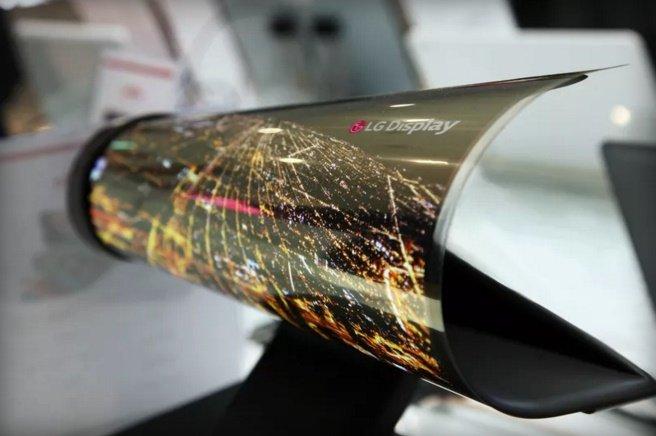 LG در CES: اولین صفحهنمایشی که مانند روزنامه لوله میشود+ تصویر