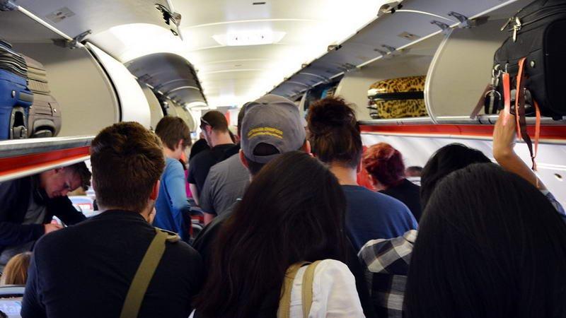 گزارش چالههای هوایی به هواپيماهای مسافربری با وایفای