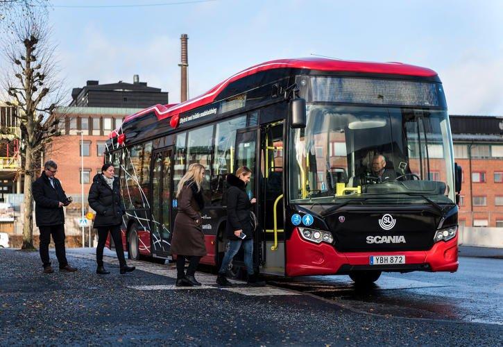 اتوبوسهایی که به طور بیسیم در ایستگاهها شارژ میشوند + عکس