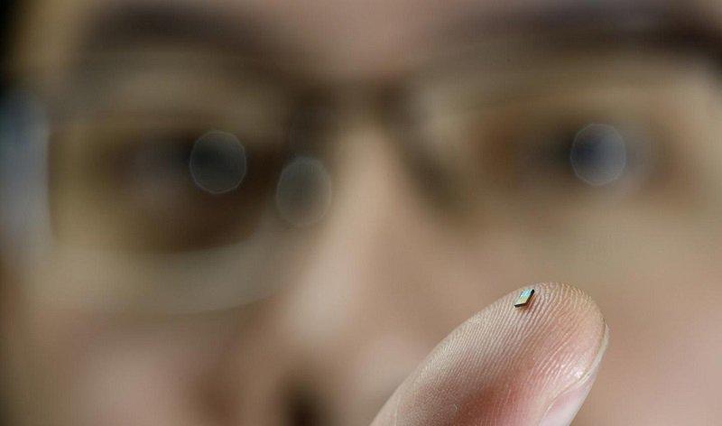 کوچکترین سنسور دماسنج دنیا فقط با امواج رادیویی انرژی میگیرد