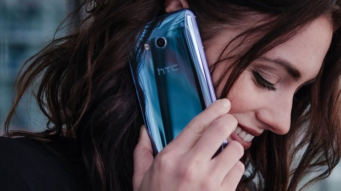 چرا اچتیسی یو 11 از آیفون 7 پلاس اپل بهتر است؟