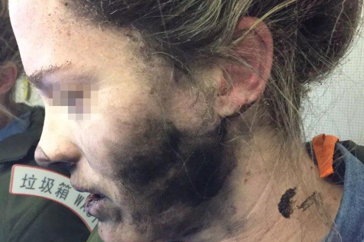 هدفون خانمی که با انفجار در هواپیما برای اپل دردسرساز شد