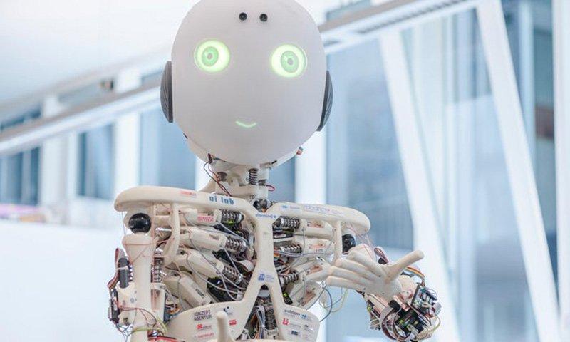 یک محقق ایرانی میخواهد به روباتها ادب بیاموزد