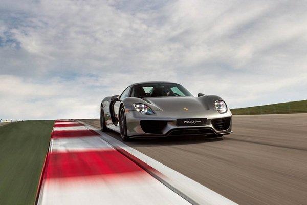 بررسی 10 خودروی سریع دنیا