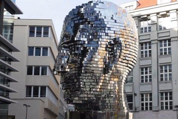 تماشا کنید: مجسمه متحرک کافکا