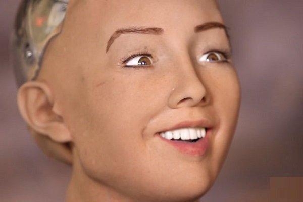 تماشا کنید: سوفیا روباتی جذاب و شوخ طبع