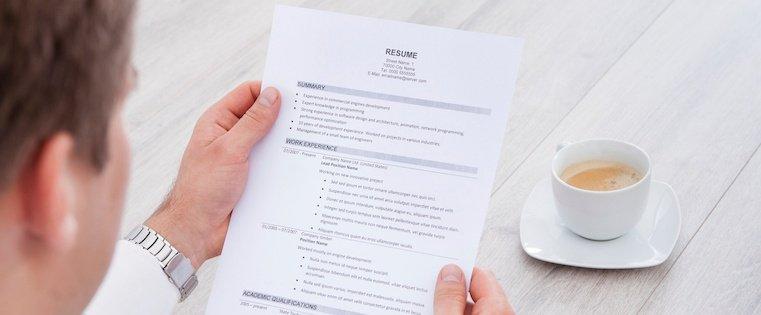 در چه شرایطی باید یک شغل را از رزومه کاری خود حذف کنید