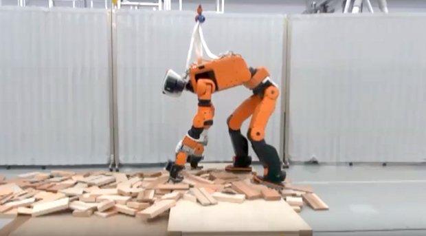 روبات دوپای امدادگر هوندا