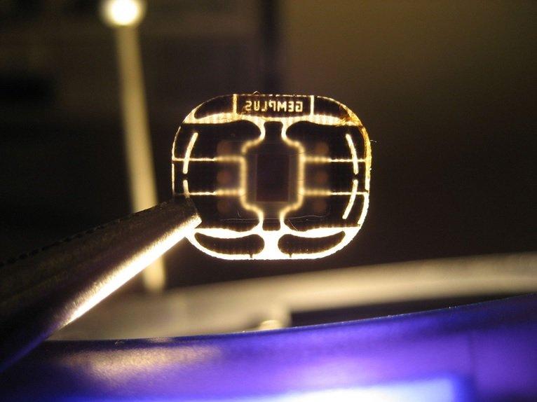 سیم کارت الکترونیکی یا eSIM چیست و چه میکند؟