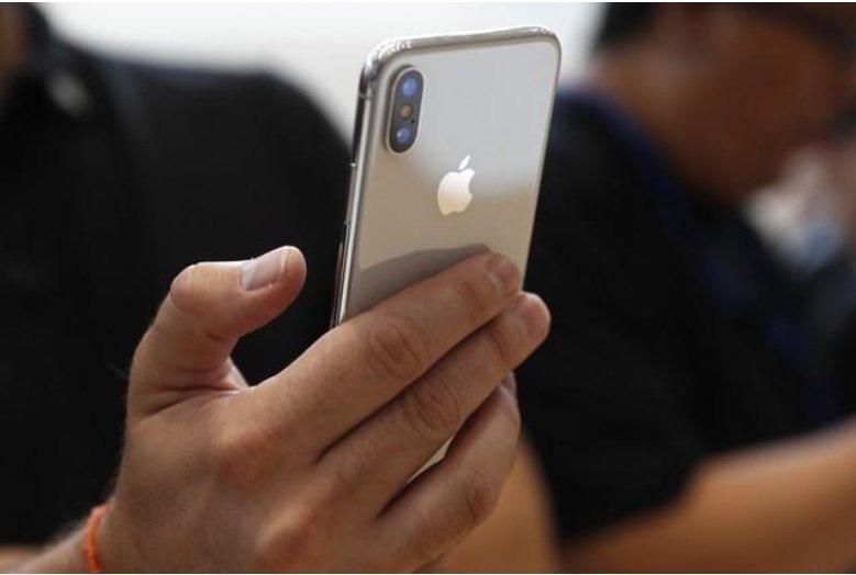آیا آیفون ایکس اپل را به اولین شرکت تریلیاردی دنیا تبدیل میکند