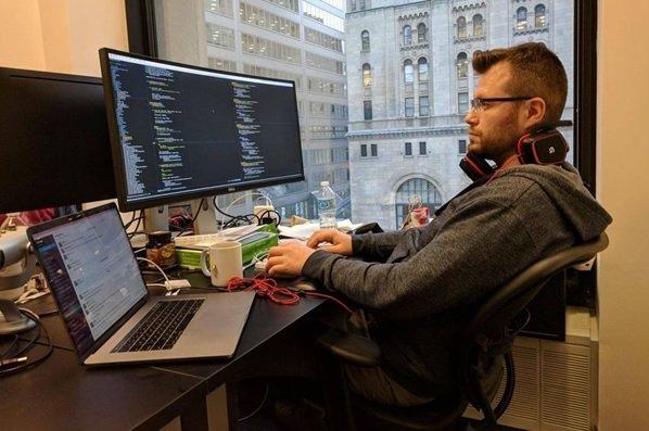 مبارزه نفسگیر میان زبان برنامهنویسی جولیا و پایتون در حوزه علم دادهها
