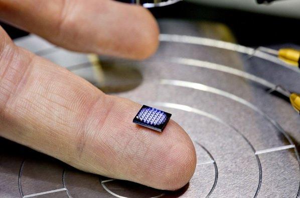 این کامپیوتر ساخت آیبیام ابعادی کوچکتر از یک دانه نمک دارد