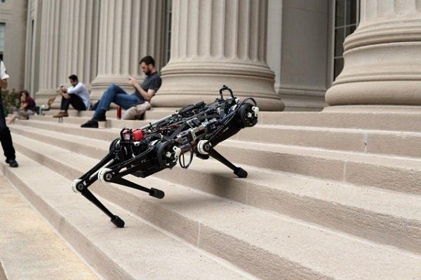 روباتی که به کمک یادگیری ماشین با پا میبیند!
