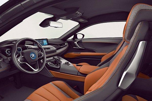 BMW i8 رخشی که آسفالت را از زمین جدا میکند