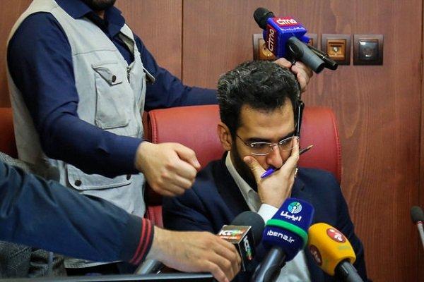 اولین کارت زرد آذری جهرمی / نمایندگان مجلس از پاسخ وزیر ارتباطات قانع نشدند