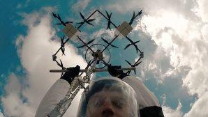 تماشا کنید: اولین پرش دنیا با پهپاد از ارتفاع ۳۰۰ متری