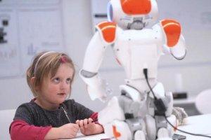 یک روبات کوچک که اعتماد به نفس کودکان را بالا میبرد