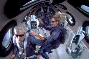 ریچارد برانسون  مالک شرکتهای ویرجین از نزدیک مدار جو زمین را مشاهده کرد