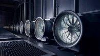 شبیه فیلمهای علمی تخیلی است. این فنهای بزرگ سعی میکنند هوای گرم تولیدی توسط هزاران سرور را به بیرون منتقل کنند