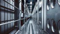 سالنهای اصلی مرکزداده خالی از نیرو هستند چون طراحی ساده کمک کرده ۲۵ هزار سرور در کنار هم کار کنند.