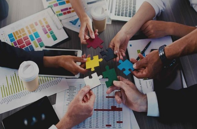 استراتژی بازاریابی افقی و عمودی چیستند و چگونه به مزیت رقابتی تبدیل می شوند؟
